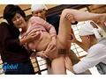 「熟女妻の円城ひとみが輪姦されて大量潮吹き」のサンプル画像2