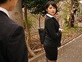 「出張先のビジネスホテルでずっと憧れていた女上司とまさかまさかの相部屋宿泊 本田瞳」のサンプル画像1