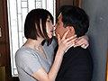 「愛人たちを招いては『口唇』も『チ○ポ』も溶かしてしまいそうなベロチュウ騎乗位を繰り返している私 辻井ほのか」のサンプル画像1